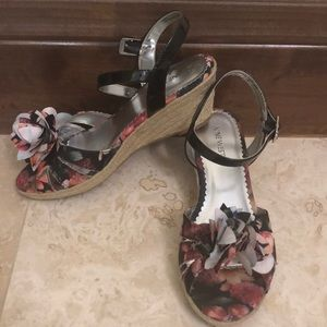Girls wedge sandals Nine West size 5 youth